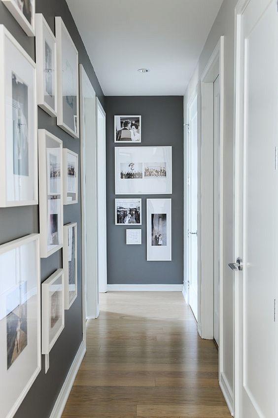 kleine hal inrichten met fotolijstjes aan de muur