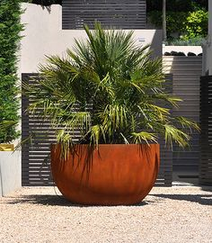 roestige ronde plantenbak