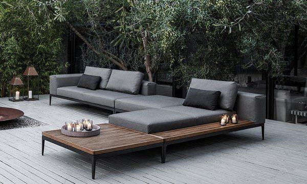 moderne design loungeset met naast een vuurschaal