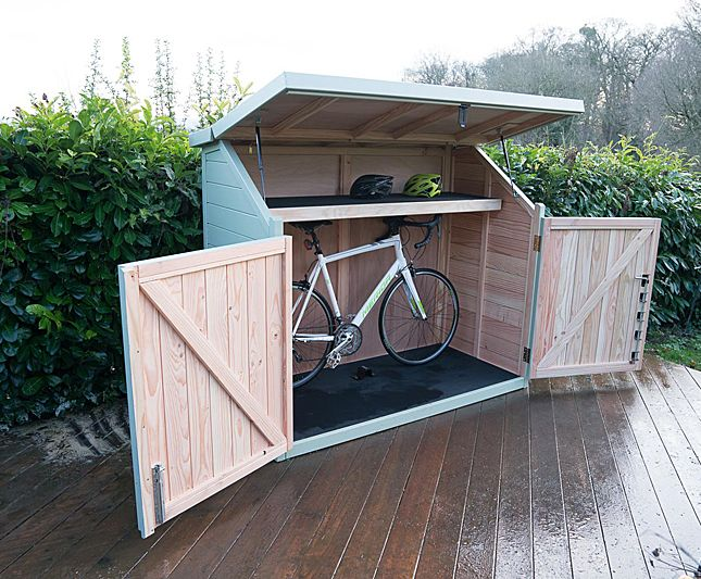 een fietsenstalling in de moderne voortuin