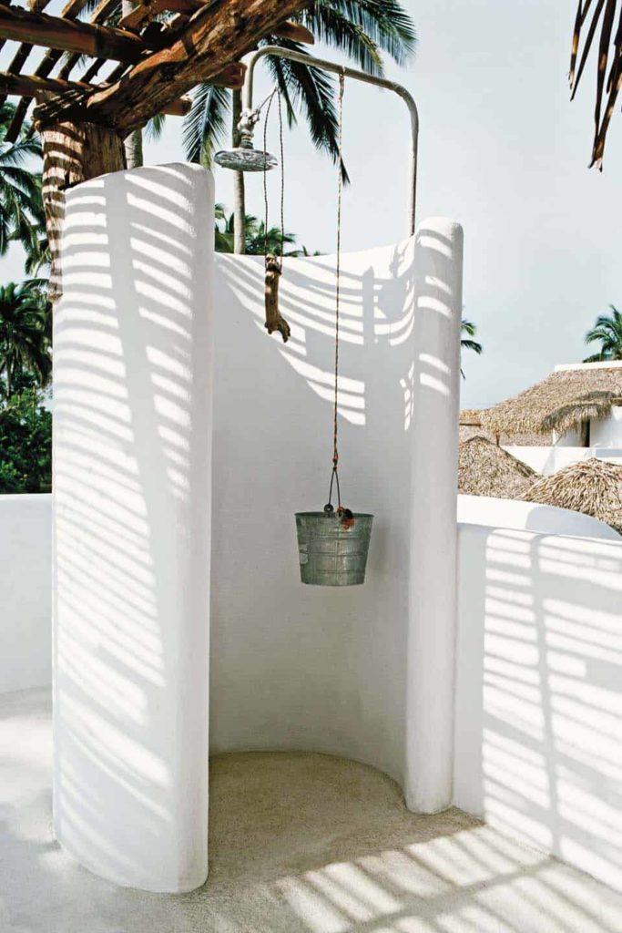 witte mediterrane buitendouche
