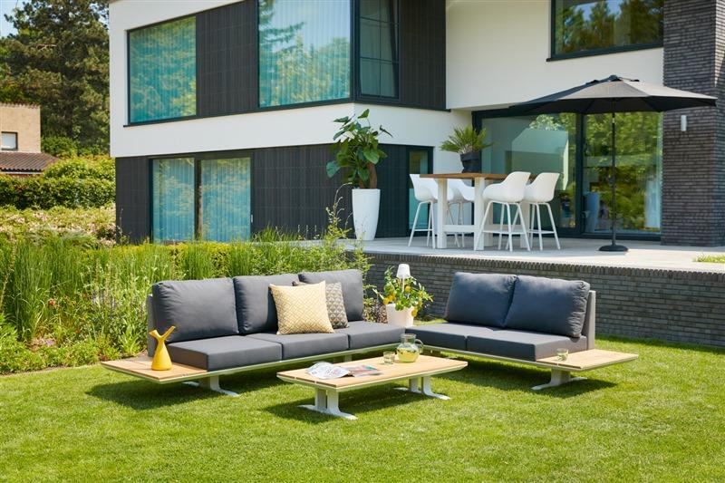 moderne hartman loungeset in een strakke tuin