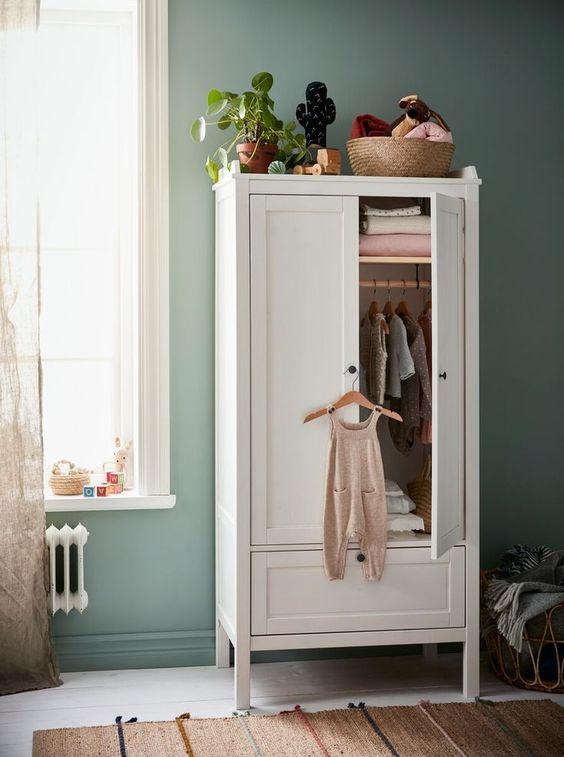 kledingkast ideeën voor babykamer