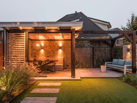mooie tuinoverkapping idee met sfeerverlichting