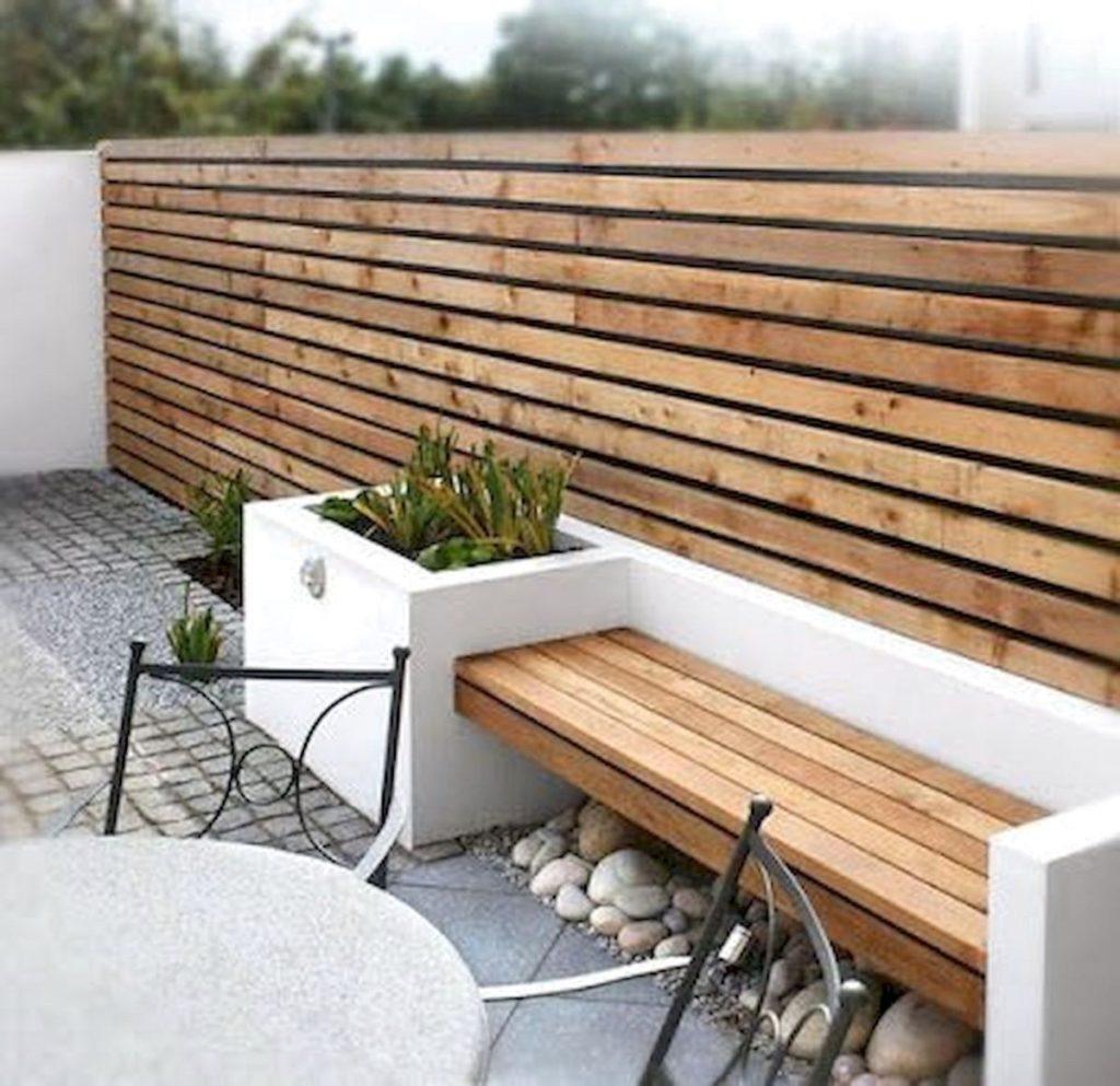 een strakke moderne houten schutting