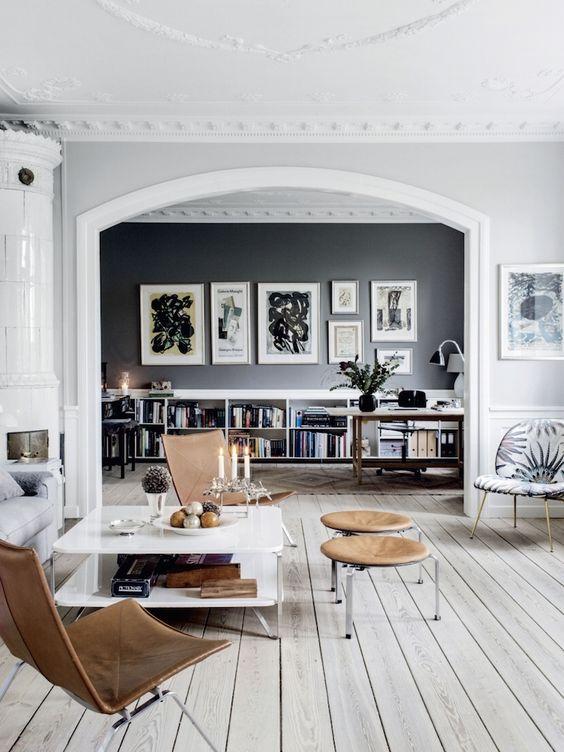 Grijze houten vloer ideeën en voorbeelden in scandinavisch interieur