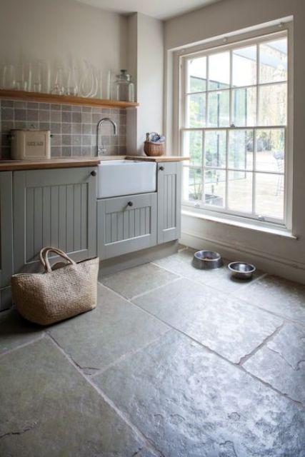 Grijze stenen vloer ideeën en voorbeelden in landelijk interieur