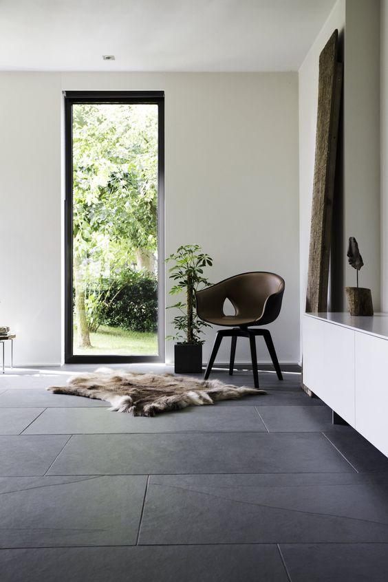 Grijze stenen vloer ideeën en voorbeelden in modern interieur