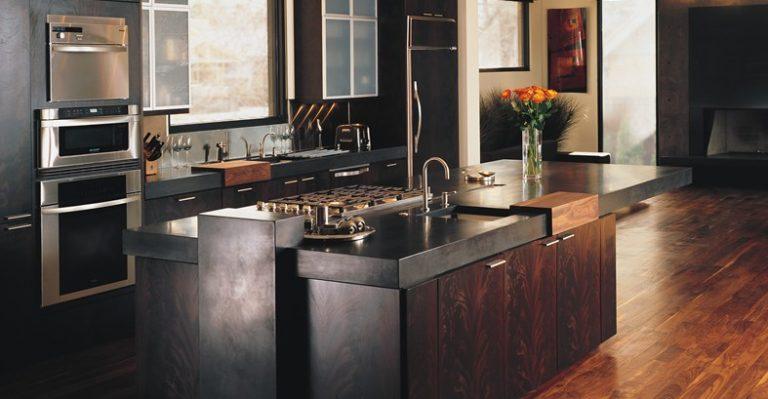 moderne keuken met dikke betonlook aanrechtblad