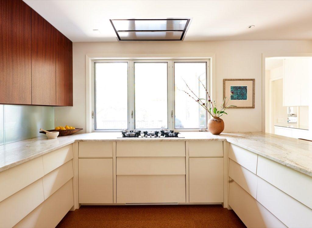 Keukenkastjes in Zweeds rabat sijl in u vorm