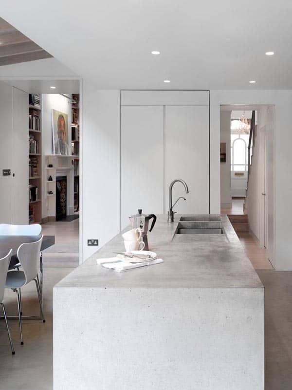 minimalistische keuken met kookeiland en wasbak