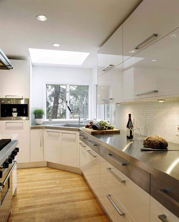 moderne keuken met witte hoogglans keukenkasten
