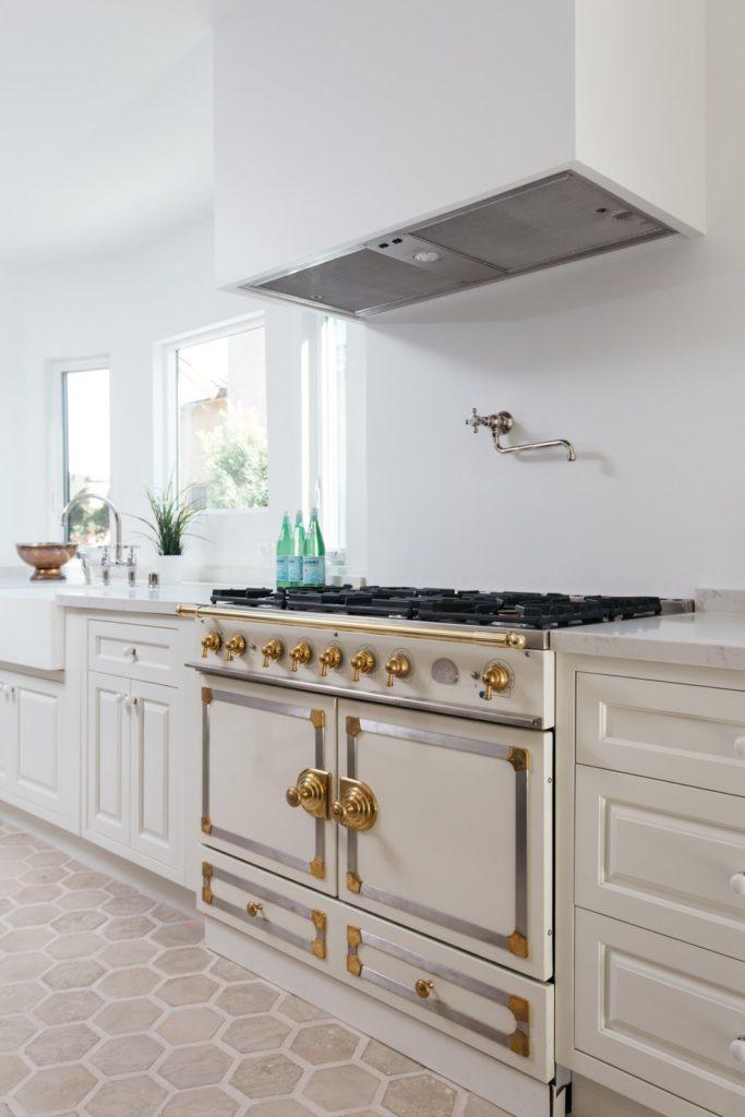 groot en luxe gasfornuis met oven