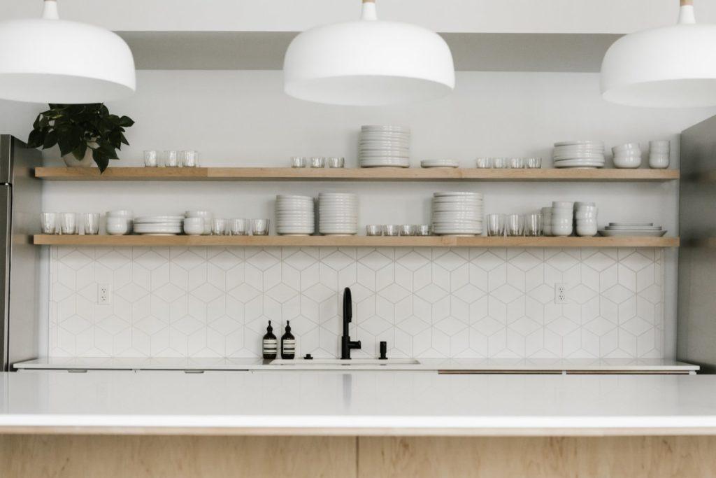 Keukentegels in een patroon als spatrand