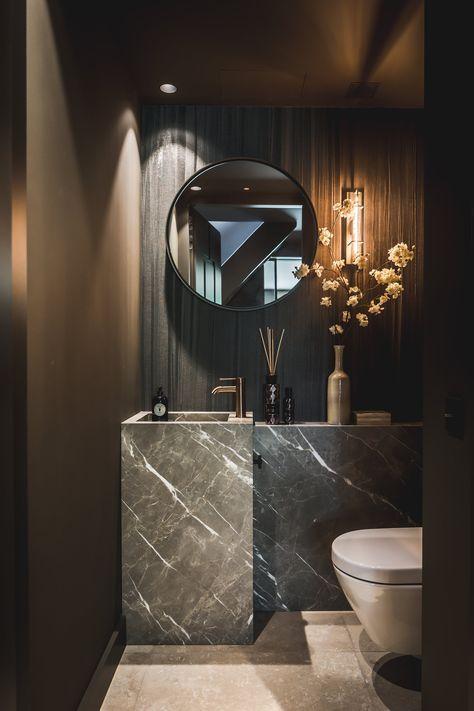 zwart toilet idee met natuurstenen wastafel
