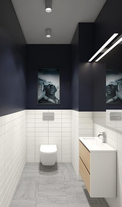 modern blauw toilet met strakk witte tegels en strak meubel