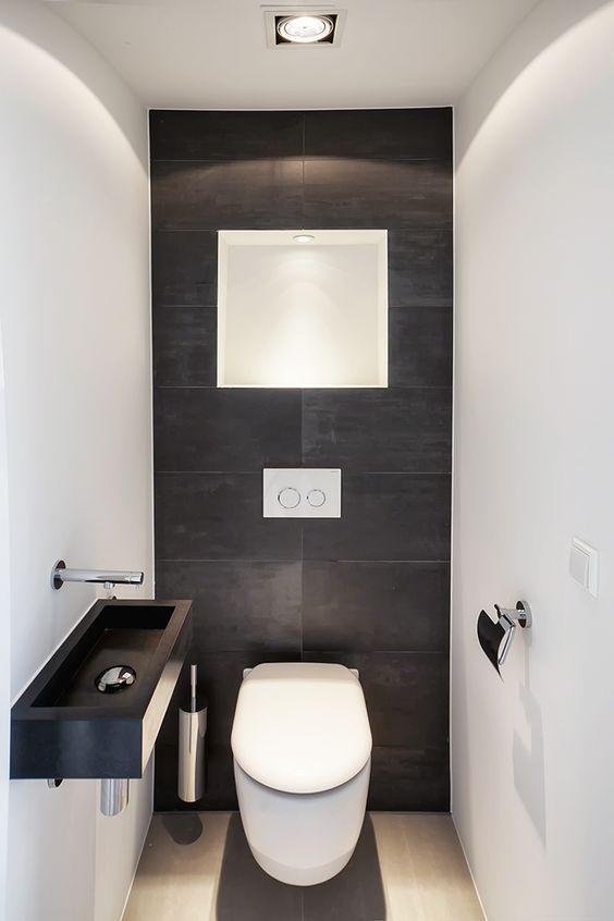 zwarte toilet idee met witte muren en zwarte achterwand