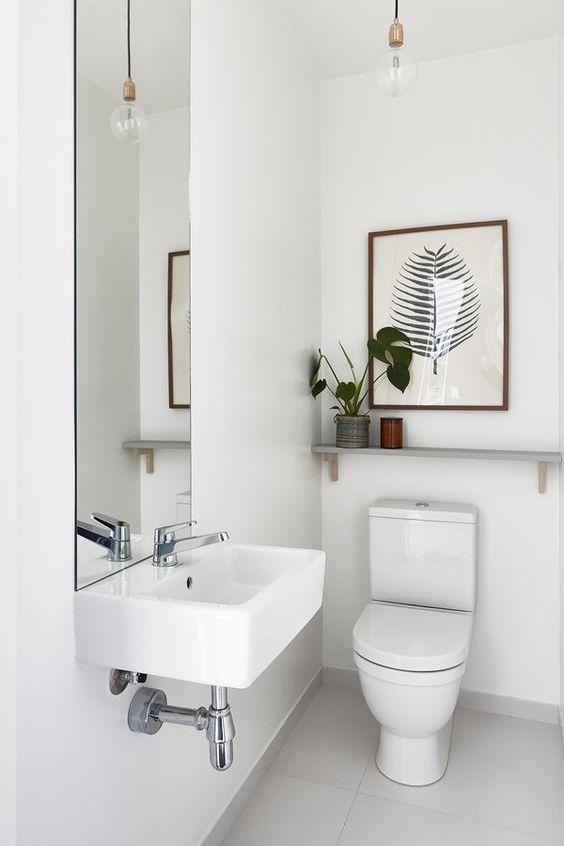 scandinavische toilet met witte muren