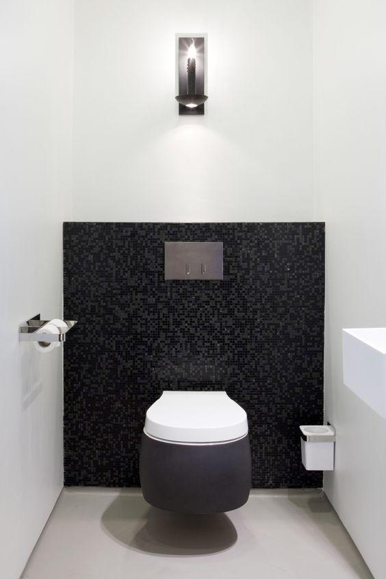 design wc pot met mozaic tegel muur
