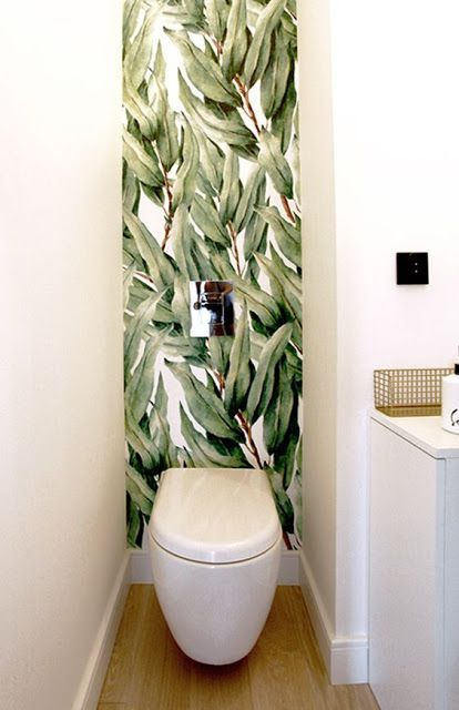 modern olijf groen toilet met behang van bladeren