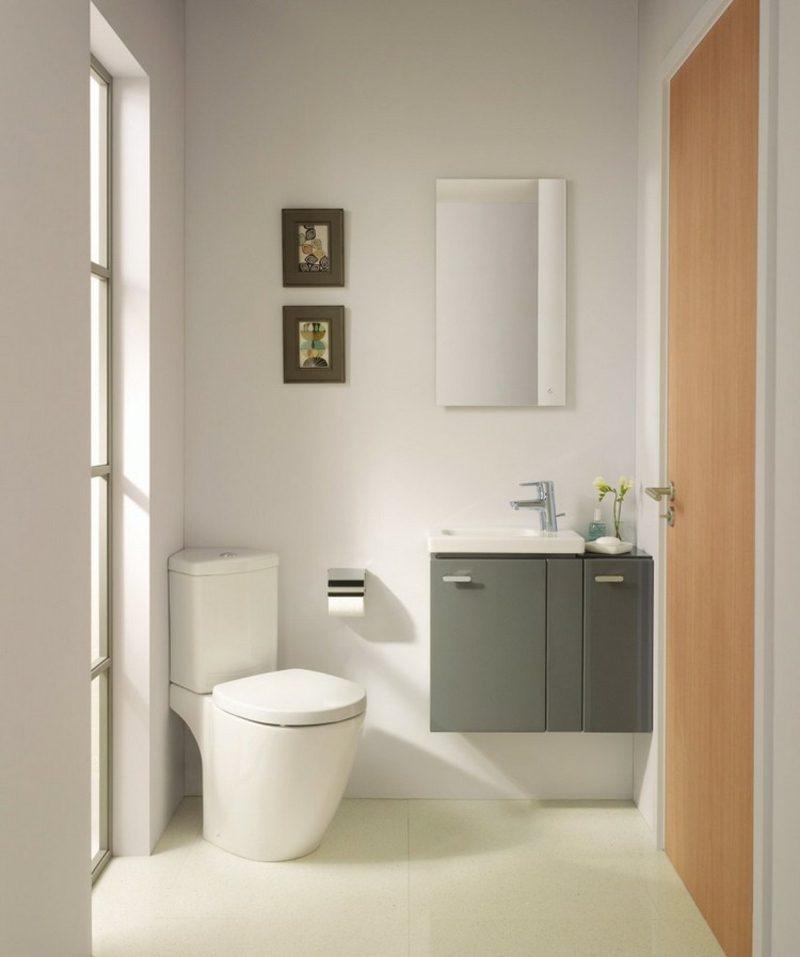 modern wit toilet met wcpot in de hoek