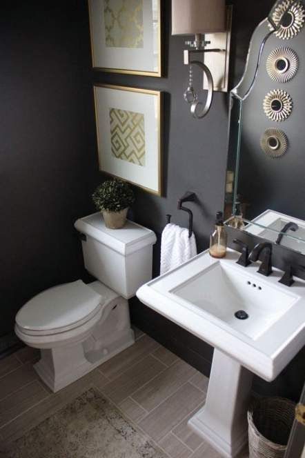 landelijk wc met witte hoge wastafel