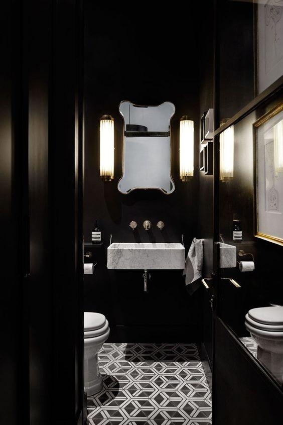 klassieke wc met lichtgrijze wastafel