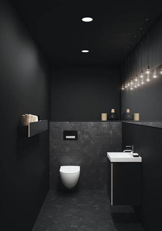 desogn wc met zeshoekige tegels en sfeer lichten