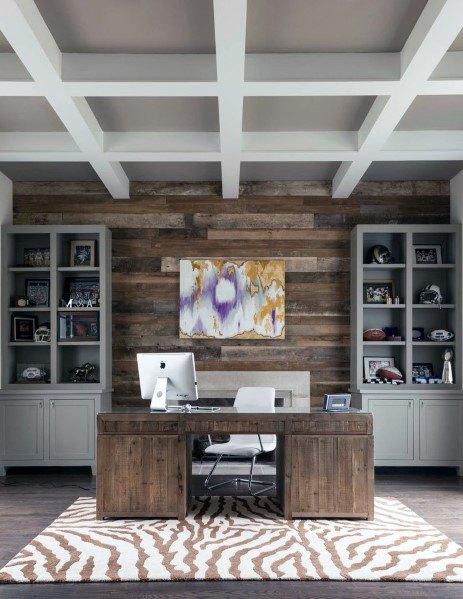 landelijke houten muur in het thuis kantoor