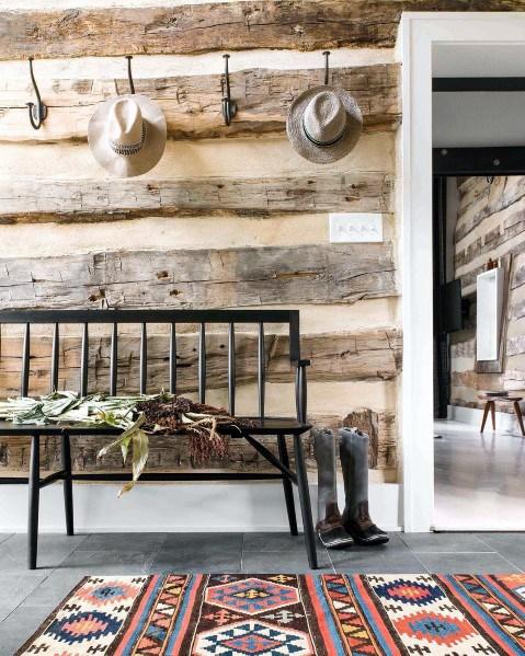 moderne houten muur in de woonkamer vanonbewerkt hout