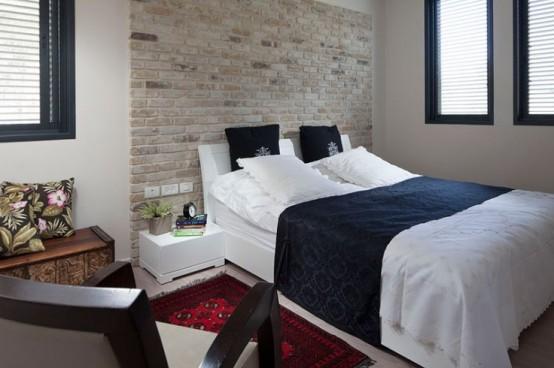 rode stenen muur in moderne slaapkamer
