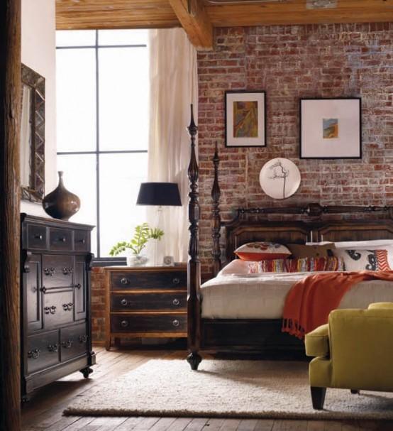 rode stenen muur in moderne slaapkamer met chqieu houten bed en oude klassieke meubels