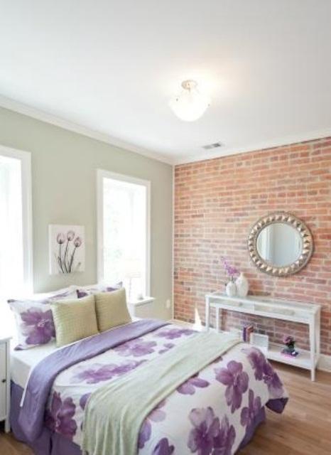 bakstenen muur in moderne slaapkamer